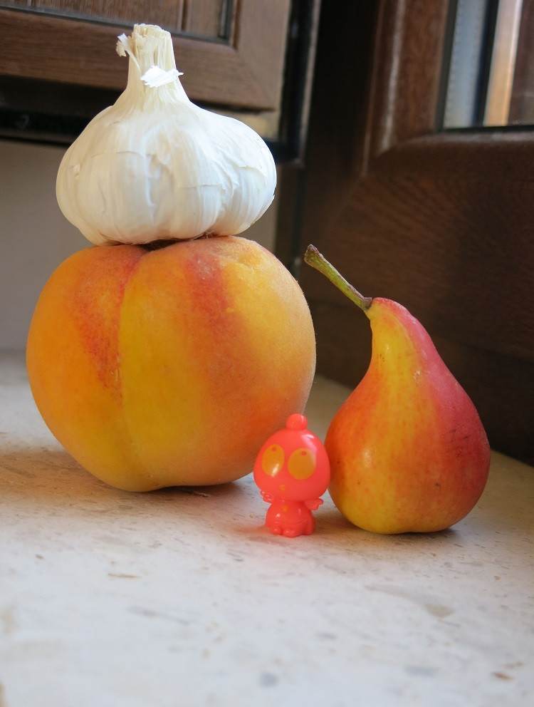 garlic peach pear